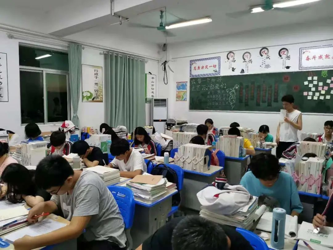 以评促教 教学相长 海口黄冈金盘高级中学开展学生民主评教调查活动
